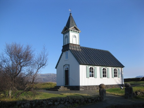 A little church in the pretty national park of Thingvellir. You find quite a number of churches as you travel around.